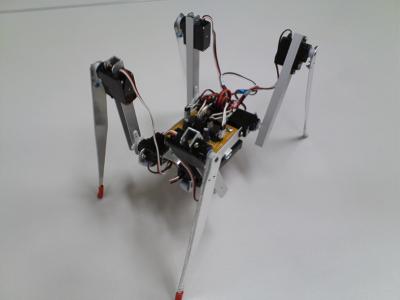 小さな4足歩行ロボット