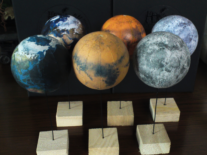 地球,月,火星の模型